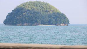 ハリネズミの様な島に泳いでみた